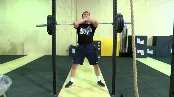 Сгоняет семь потов: олимпиец Роман Власов показал изматывающую тренировку