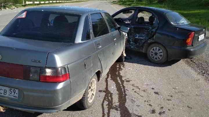 В Прикамье на трассе ВАЗ врезался в Chevrolet Lanos: пострадали три человека