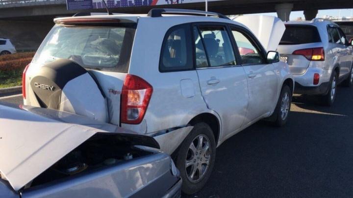 Массовая авария в Уфе: столкнулись четыре автомобиля