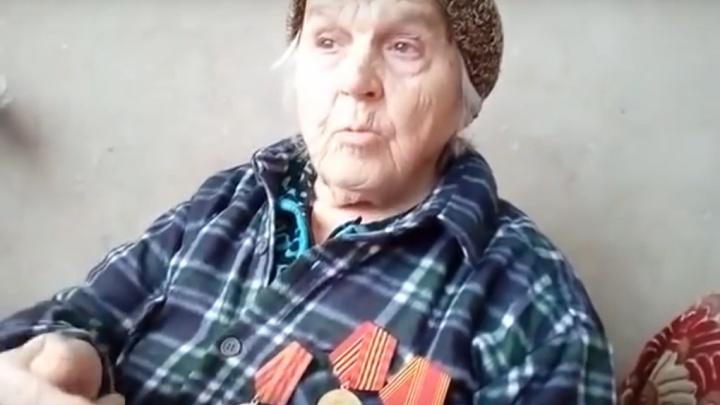 «Сплю в куртке и сапогах»: в Башкирии блокадница Ленинграда живет в промерзающем насквозь бараке