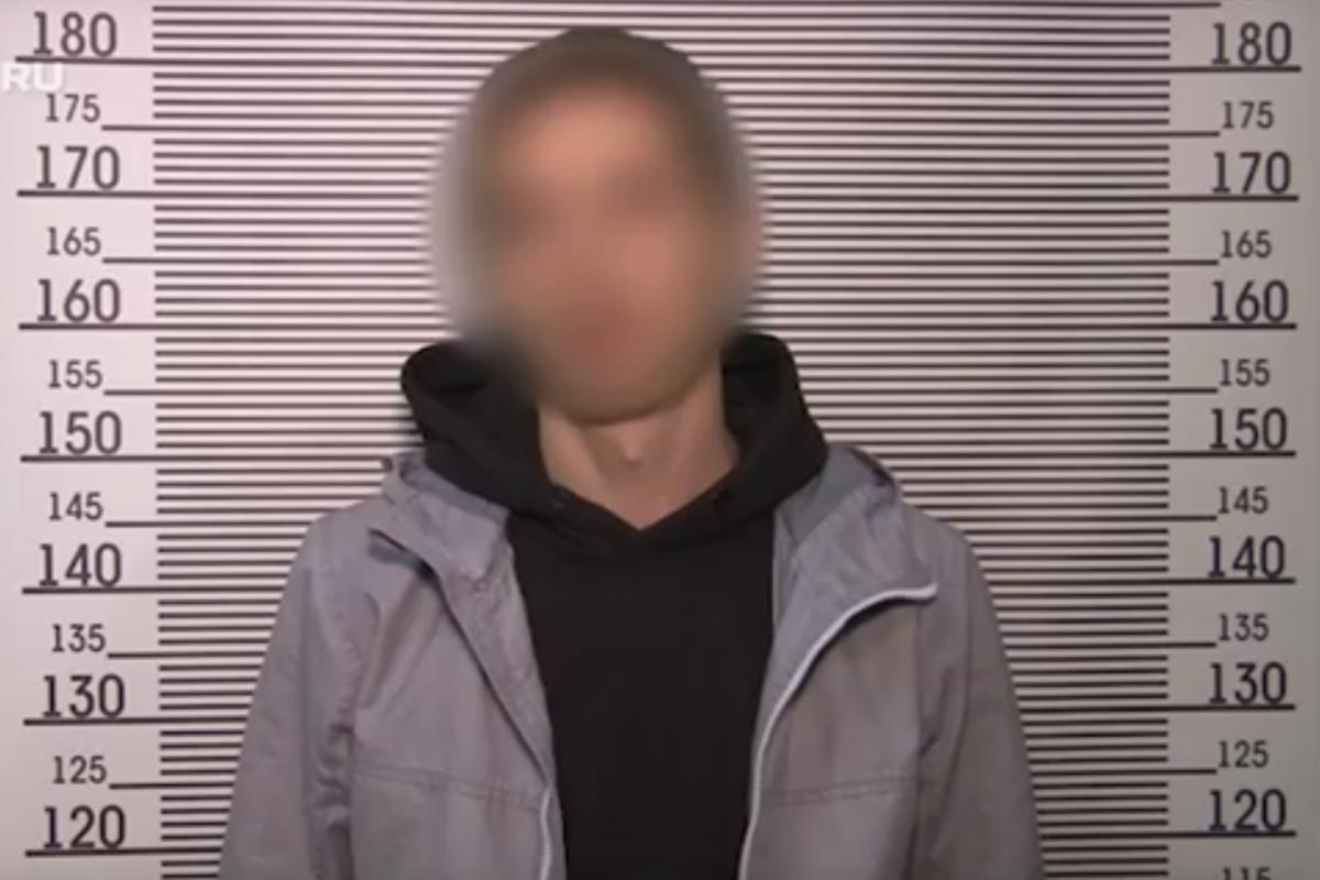 Кадр с видео допроса пьяного водителяPorsche