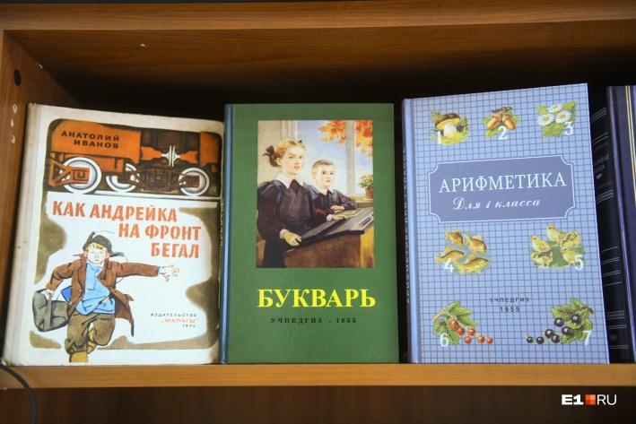 В Москве инициативная группа печатает учебники сталинского периода, их можно даже заказать в книжных онлайн-магазинах