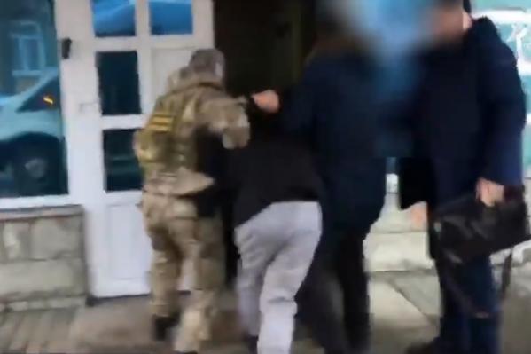 Момент задержания записывалина видео сотрудники МВД