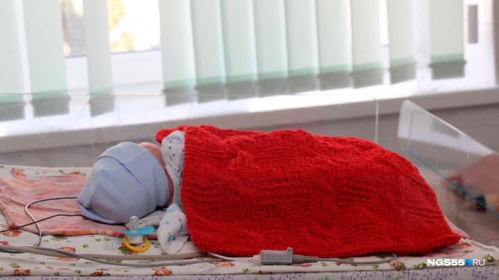 В Омской области многодетная мать родила девочку и убила её