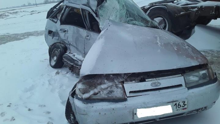 «Смяло, как банку»: на трассе в Самарской области грузовик врезался в Lada