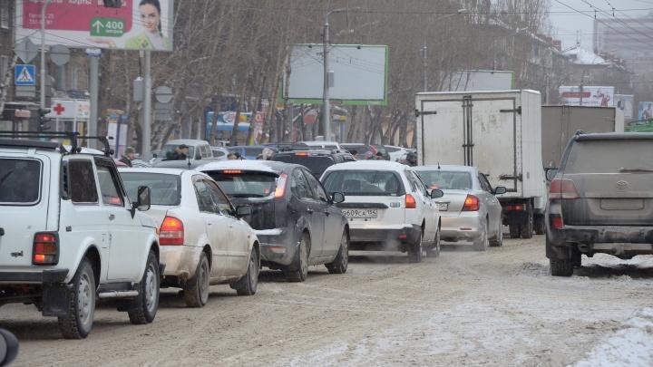 Массовая авария на Станционной: улица встала в глухую пробку (обновлено)