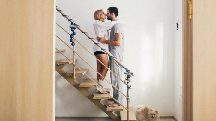 Сталинки отдыхают: в городе на продажу выставили хайфлэт-квартиру с лестницей