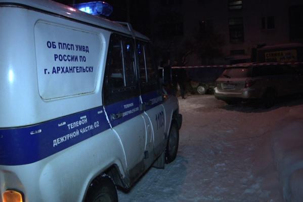 Место стрельбы на Троицком проспекте оцепила полиция