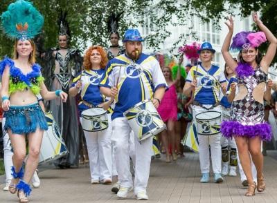 «Станцуй в стиле латина и подпой кавер-группе»: самарцев ждут шумные выходные на набережной