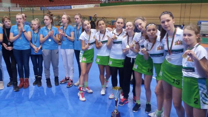 Это первая крупная победа девчонок: екатеринбурженки выиграли международный турнир по индорхоккею