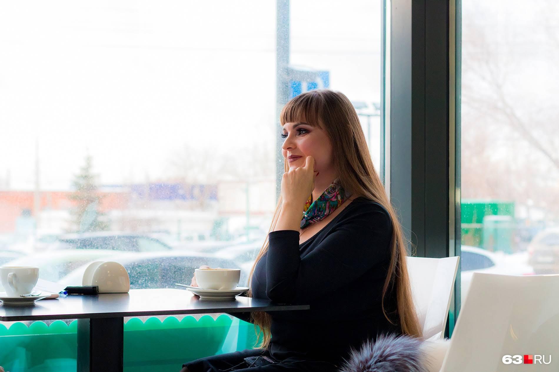 Елена Галкина очень женственна — с виду и не скажешь, что выбрала такую сложную профессию