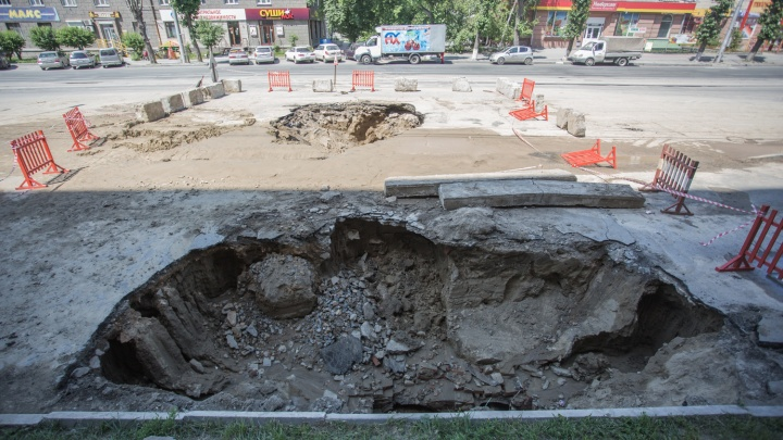В магазинах раскупили всю воду: в Кировском районе уже 9 часов нет водоснабжения