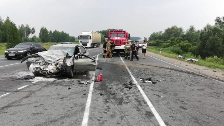 В аварии на трассе у Морозовки пострадали 12 человек