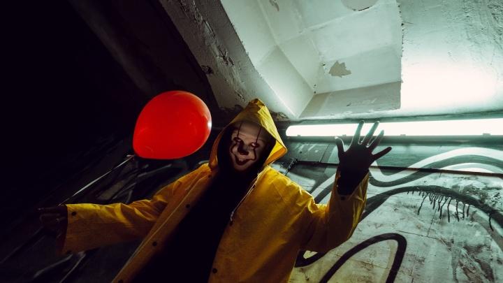 Новосибирец устроил фотосессию в стиле «Оно» в подземном переходе