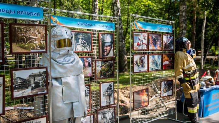 В Центральный парк съехались десятки пожарных со спецтехникой
