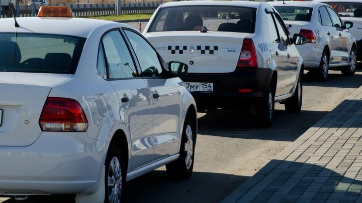 """«Они же """"яжматери"""" — им все должны»: 7 историй от таксистов про скандальных пассажиров"""