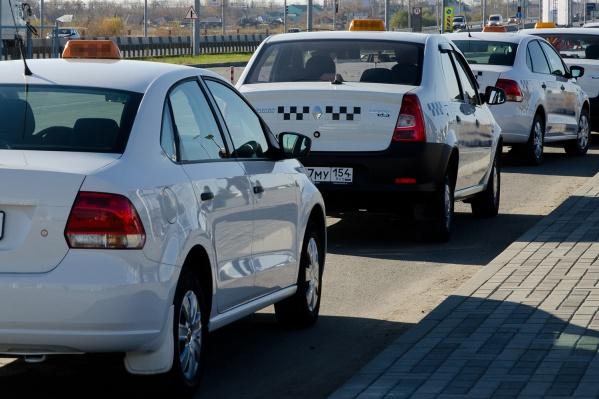 Таксисты идут на разные хитрости, чтобы избавиться от проблемного пассажира, в том числе притворяются, что машина сломалась