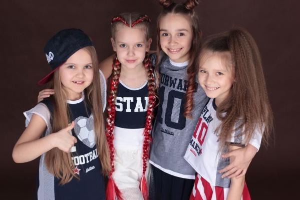 Певицы из группыDodostar (слева направо): Виктория Николаева, Елизавета Сметанникова, Алиса Миненко и Мадина Арефьева