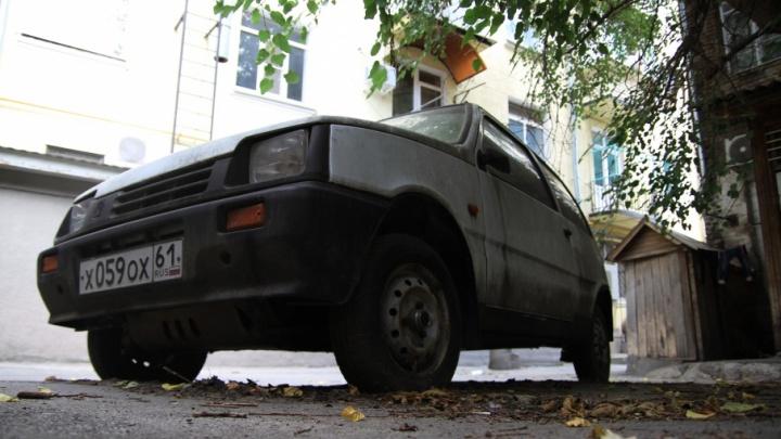Власти Ростова получили право убирать брошенные автомобили с городских улиц