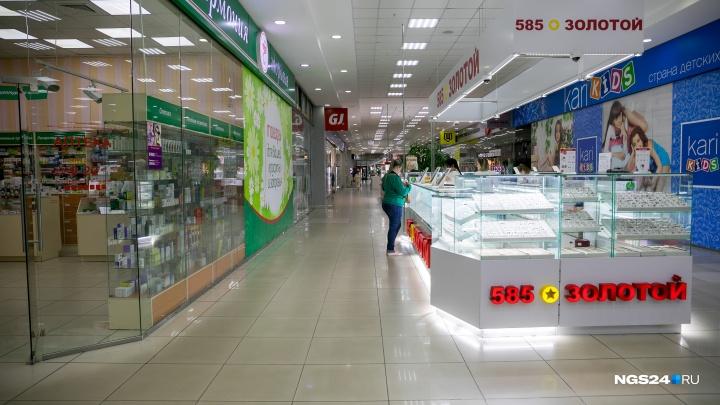 Работник точки по продаже гаджетов провел мимо кассы 200 тысяч рублей