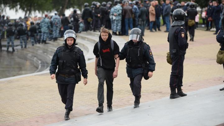 «На детей выпустили солдат с дубинками»: мать задержанного подростка — о митинге в Екатеринбурге