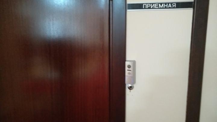 «Заперли от депутатов»: на входе в кабинет спикера самарской губдумы появился замок и домофон