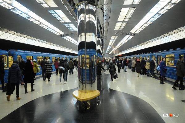 В прошлом году шесть раз пришлось отменять поезда в метро из-за оставленных в вагоне вещей