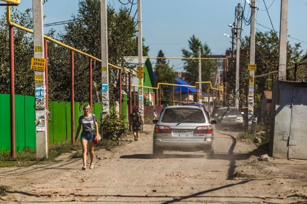 Жители улицы Торфяная и прилегающих улиц объявили войну любителям объезжать пробки по второстепенным дорогам