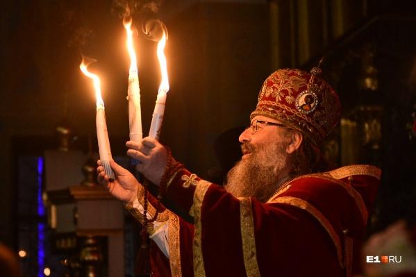 Из Иерусалима в Екатеринбург прибыл Благодатный огонь