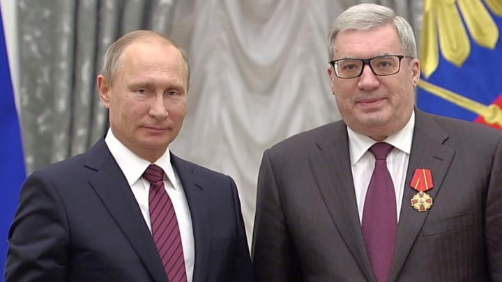 Путин в торжественной обстановке вручил орден экс-губернатору края Виктору Толоконскому