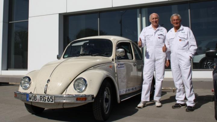 Автовладелец из Германии добрался до Новосибирска на стареньком «Фольксваген Жук»