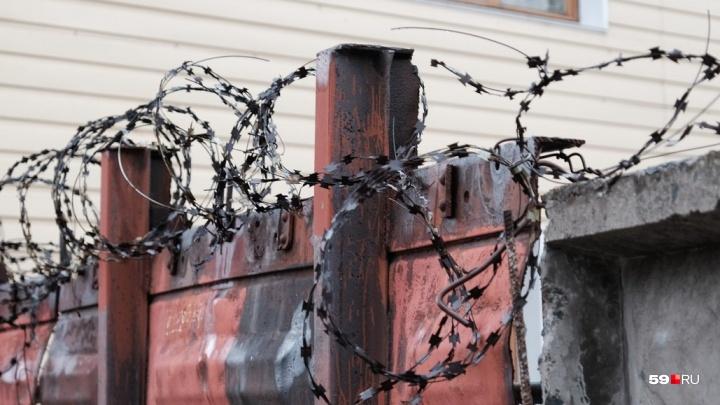 В Перми мужчину, напавшего с ножом на 14-летнего школьника, отправили в СИЗО. Но не за нападение
