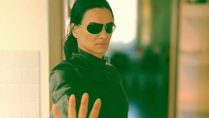«А где же Киану Ривз?»: Елена Исинбаева примерила образ Тринити из «Матрицы»