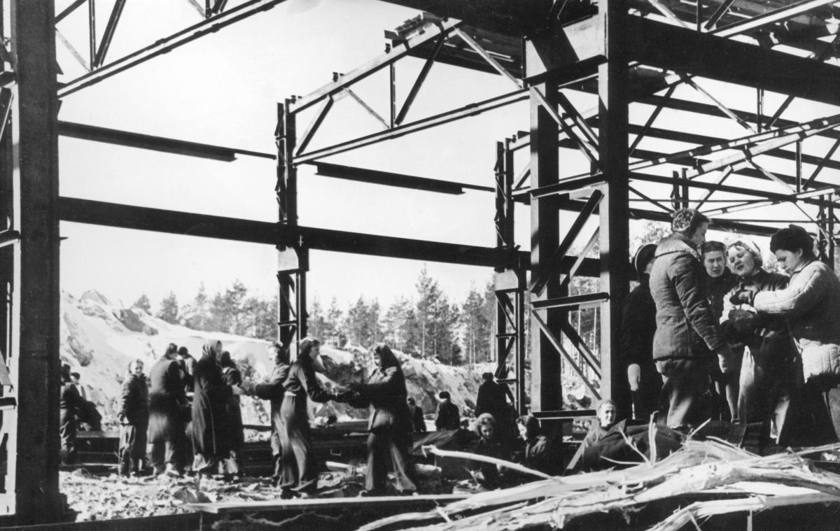 Строительство главного корпуса завода