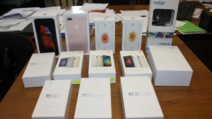 У ярославского предпринимателя забрали 26 незаконных смартфонов и две камеры