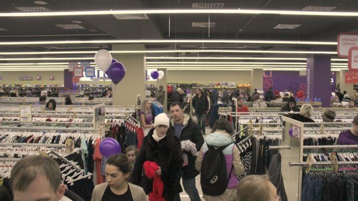 Жители левого берега ринулись в новый магазин уценённой брендовой одежды