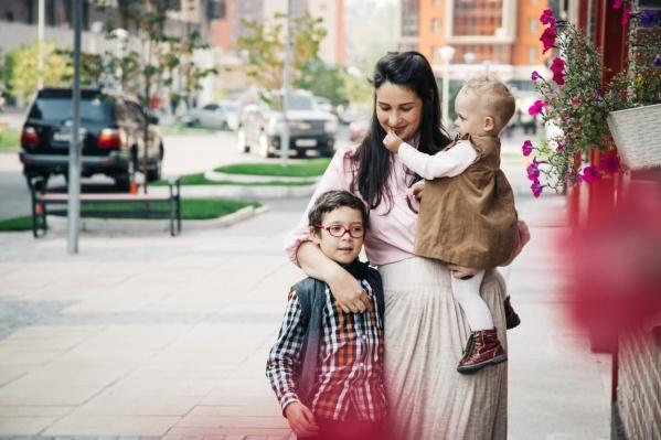 Олеся воспитывает 4-летнюю дочку и 10-летнего сына