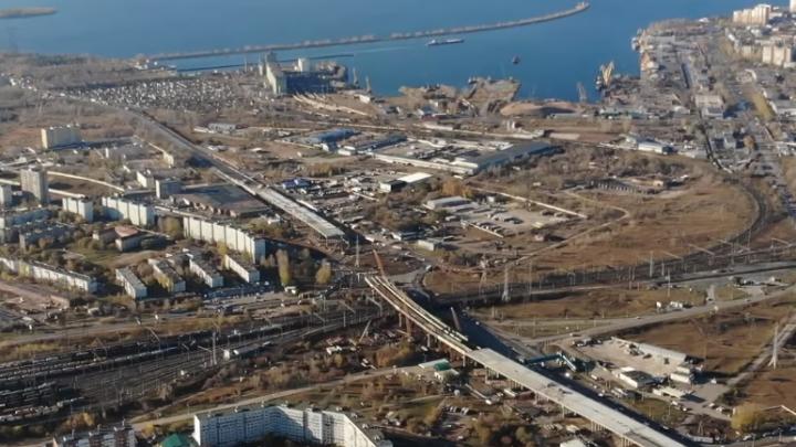 Тянут трассу под проводами: трехуровневую развязку около Тольятти сняли на видео с воздуха