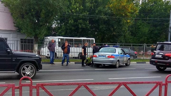 В Ярославле пассажир напал на водителя маршрутки с отвёрткой: подробности