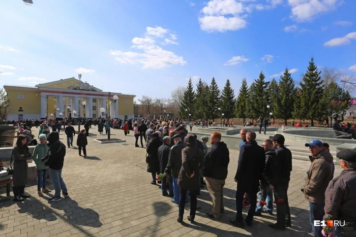 В очереди тех, кто пришел проститься с Владиславом Валентиновичем, говорили, что здесь собралась почти вся Салда