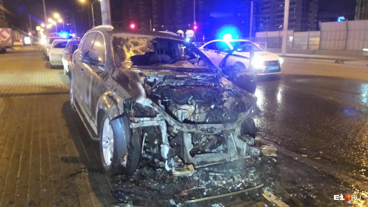 На Московской сгорела Audi Q7