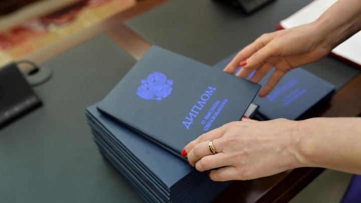 Омские абитуриенты узнали, как стать юристом дистанционно