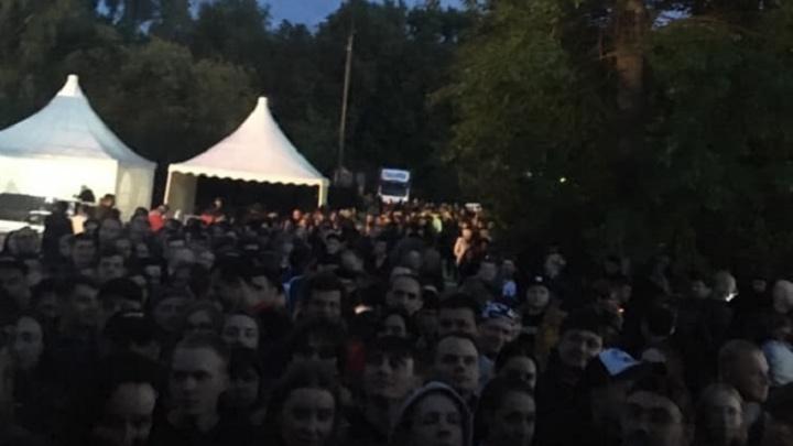 В Екатеринбурге сотни человек застряли в очереди за рюкзаками после концерта Disturbed