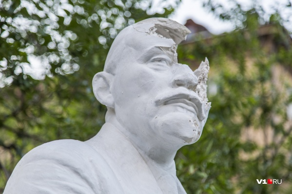 Одни Ленины в Волгограде подвергались атакам вандалов, другие разрушаются, а третьи — успели исчезнуть