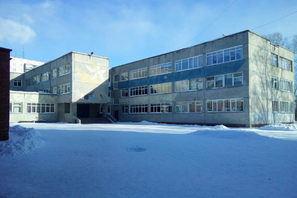 Директор школы отказался рассказывать о конфликте учеников. Записи камер видеонаблюдения учреждение не даёт переснять даже родителям
