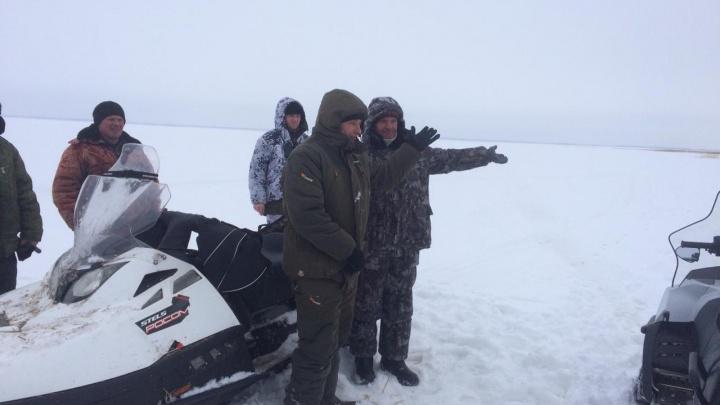С ружьями и на снегоходах. Пограничники задержали двух тюменских охотников на границе с Казахстаном