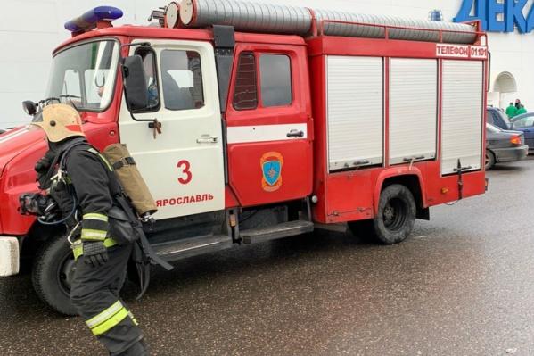 К «Леруа Мерлен» в Ярославле подъехали пожарные