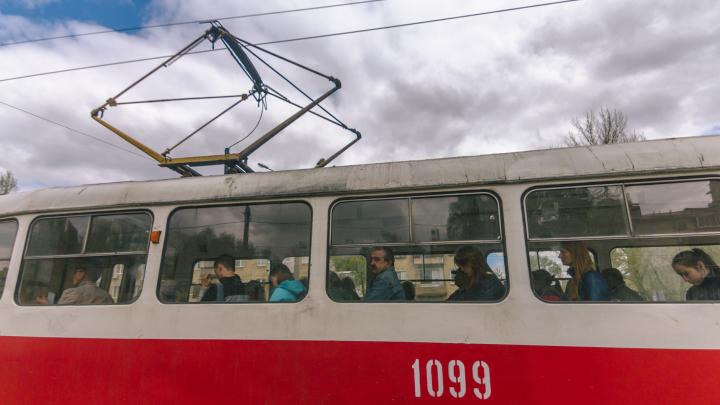 В Самаре из-за прорыва на тепломагистрали изменили движение трамваев 7 и 19
