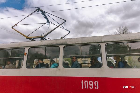 Рельсовый транспорт пустили в объезд через 15 микрорайон