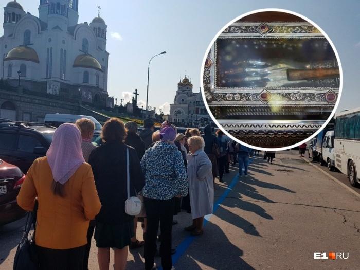 Мы пообщались с верующими, пришедшими к Храму-на-Крови
